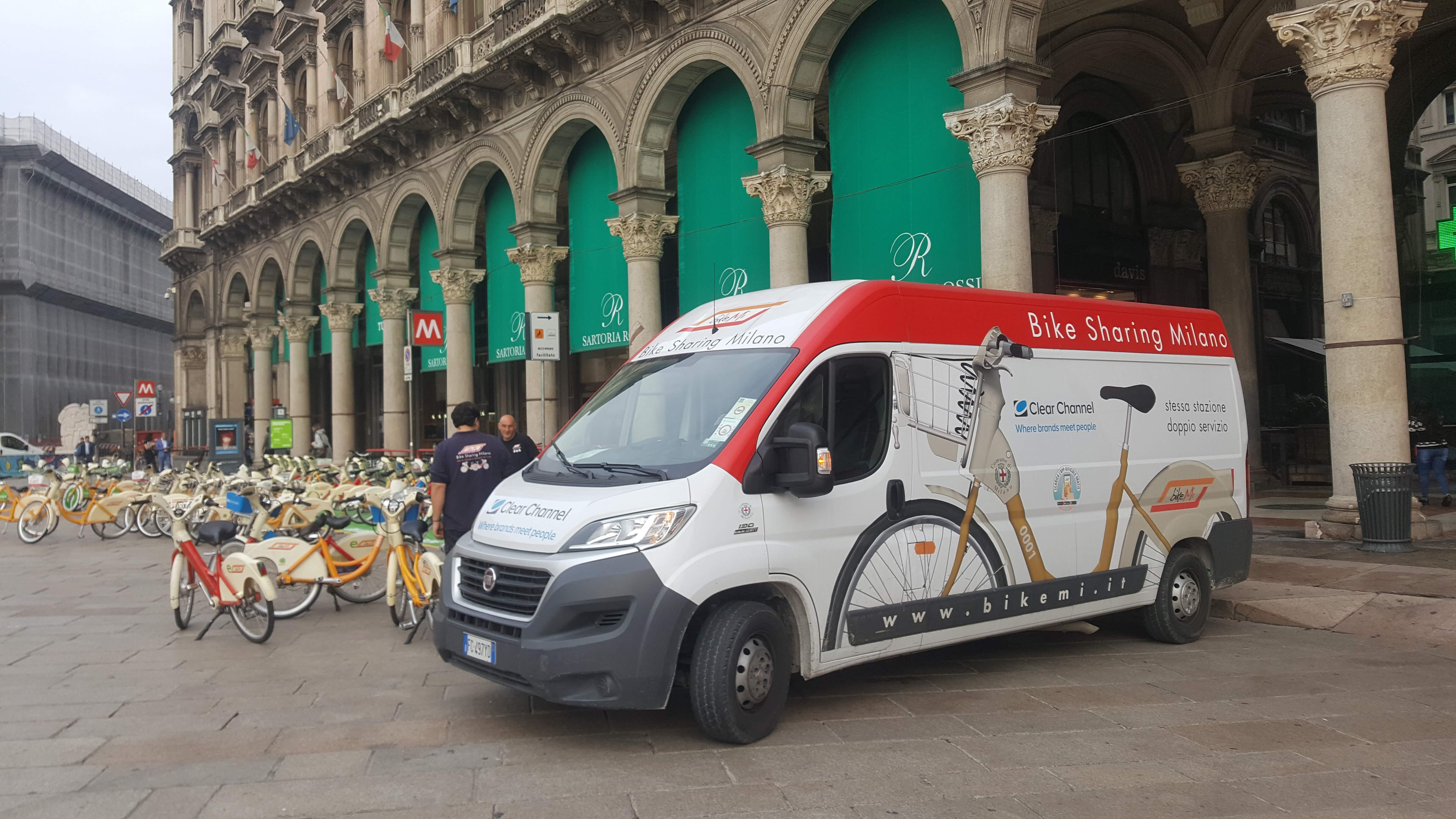 רכבים יעודיים לטיפול באופניים שיתופיים במילאנו